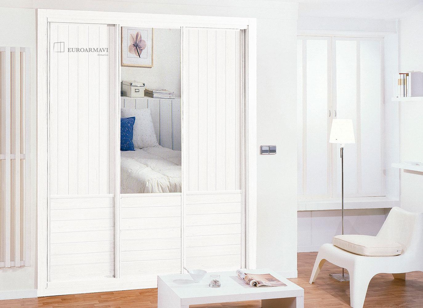 Armarios empotrados blancos finest armario empotrado a for Puertas dormitorios modelos